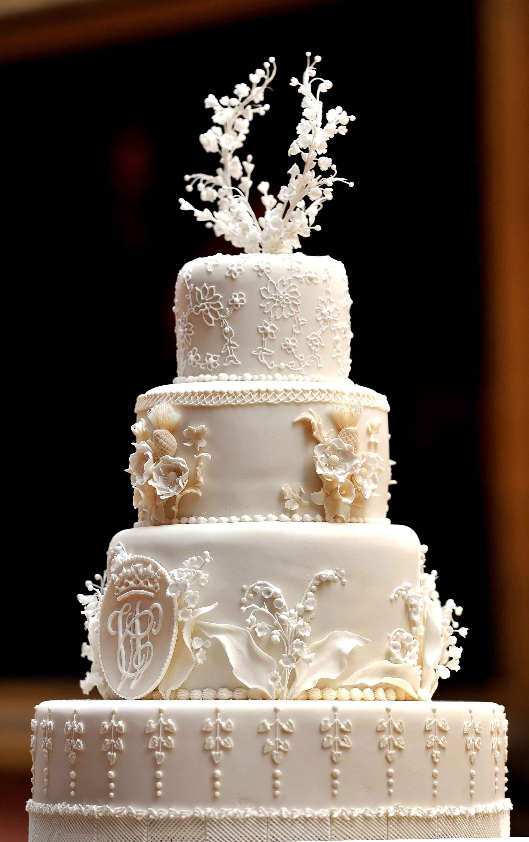 Из-за свадебного торта для принца Уильяма и Кейт Миддлтон пришлось на время снять дверь в Букингемском дворце: забавная история от кондитера