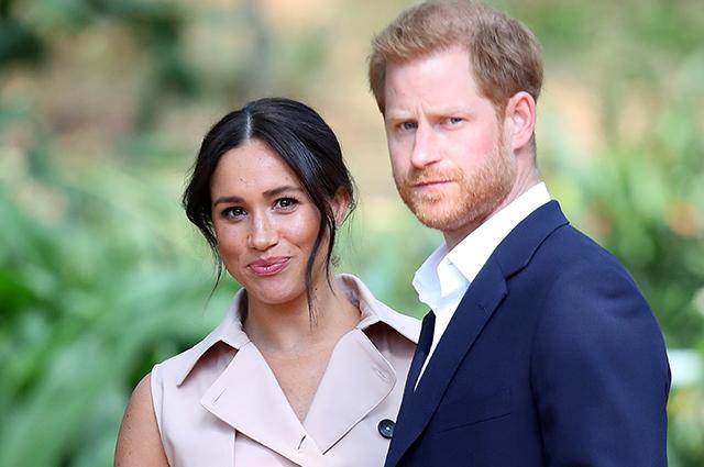 Британцам не понравились грязные ноги принца Гарри на фото, подтверждающих беременность Меган Маркл