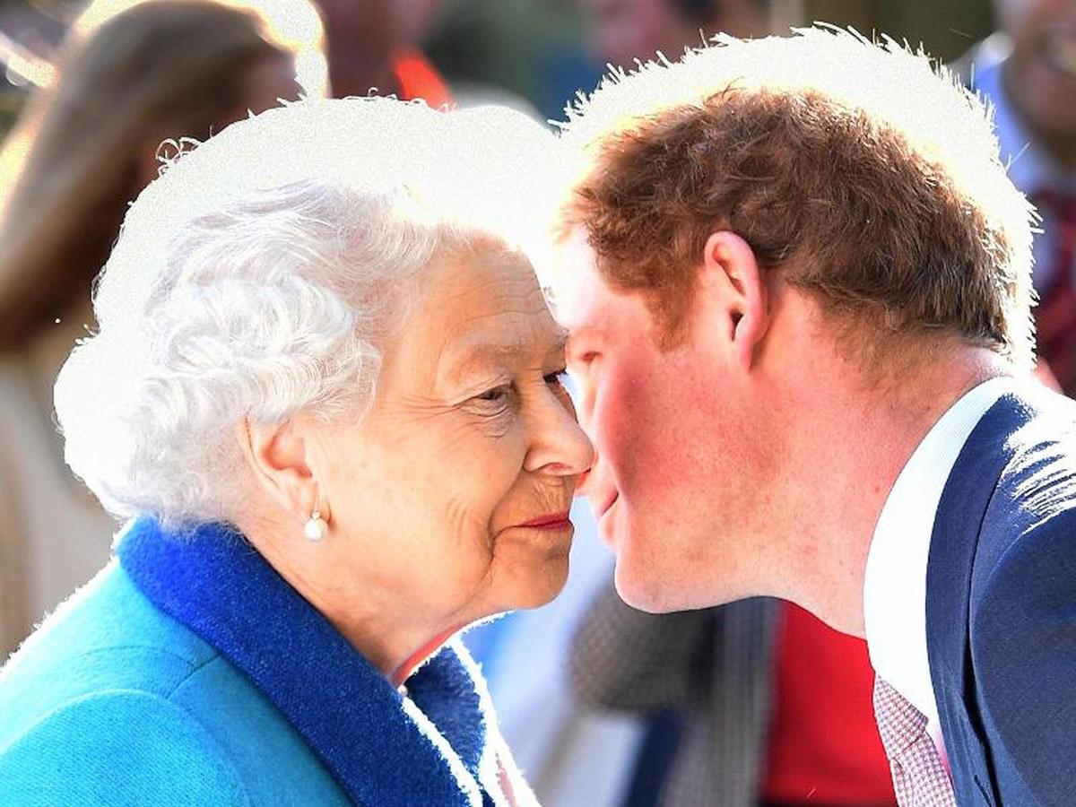 Принц Гарри улетел в США за день до 95-летия Королевы