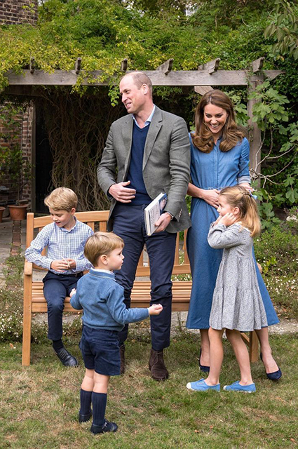 Кейт Миддлтон была замечена вместе со старшими детьми в супермаркете