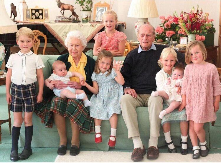 Принц Уильям и Кейт Миддлтон почтили память герцога Эдинбургского ранее неопубликованными снимками из семейного архива