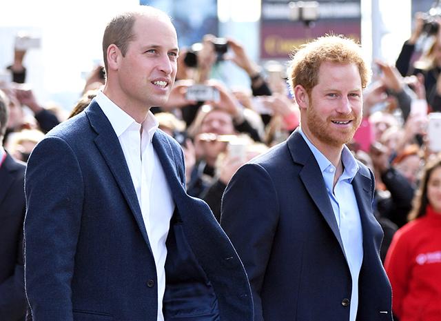 Принцы Уильям и Гарри дали согласие на то, чтобы свадебное платье их матери было представлено на выставках
