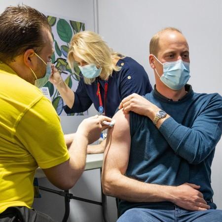 Принц Уильям получил первую дозу вакцины от коронавируса