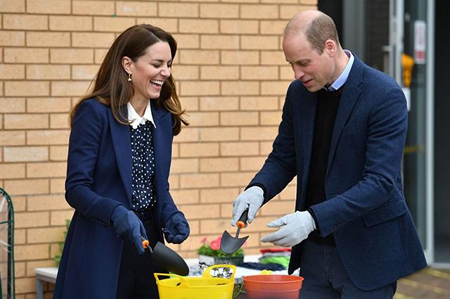 Принц Уильям и Кейт Миддлтон совершили новый выход в свет: игра в настольный теннис, стрельба из лука, футбол и садоводство