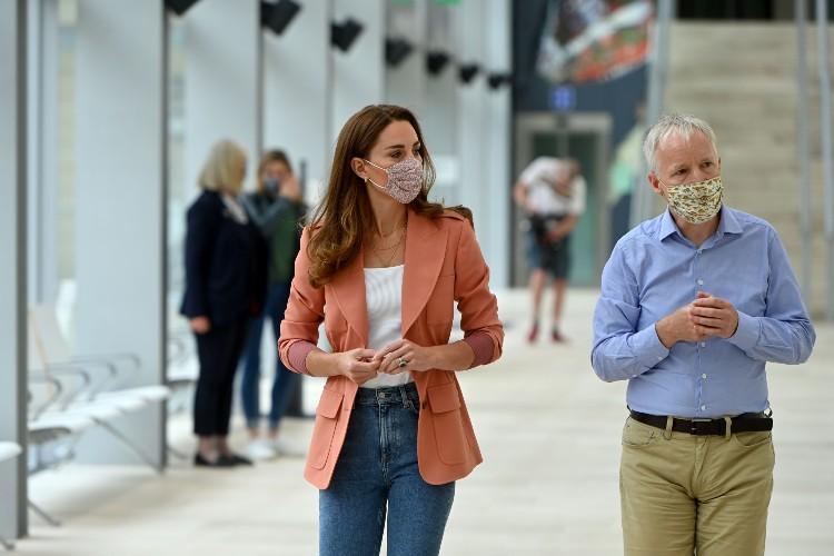 Кейт Миддлтон угостила школьников мёдом: визит герцогини в Музей естествознания