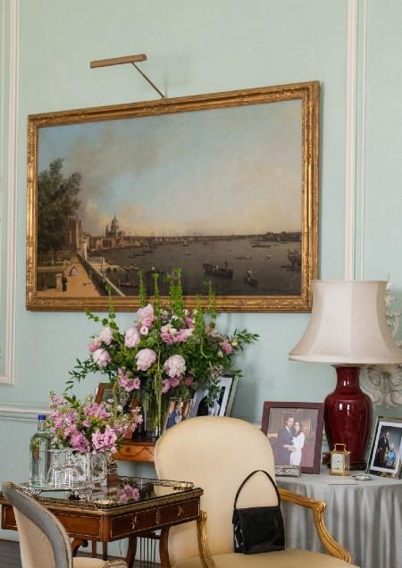 Елизавета II по-прежнему любит принца Гарри и Меган Маркл: журналисты обнаружили доказательство