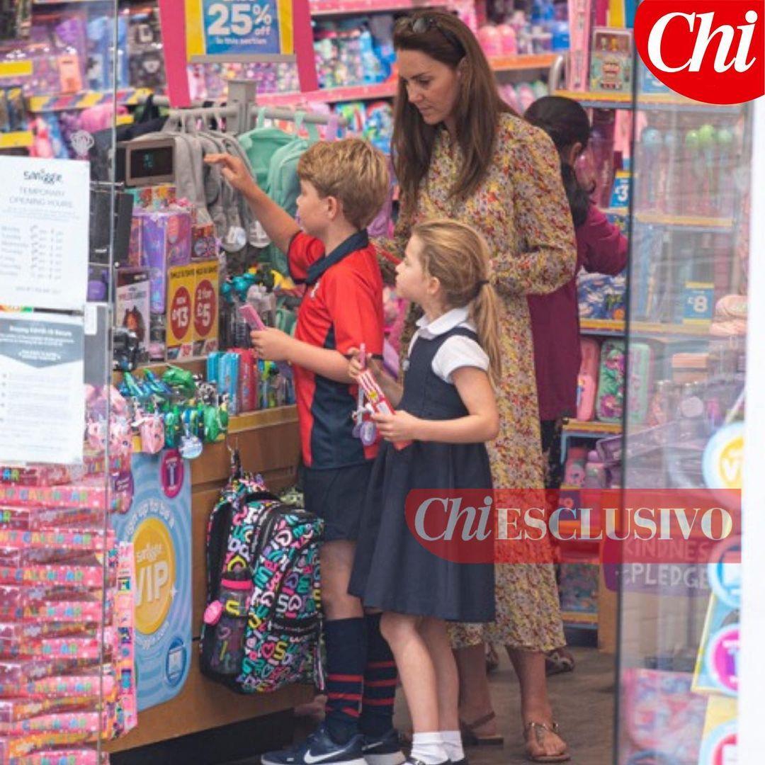 Кейт Миддлтон сфотографировали с детьми в канцелярском магазине
