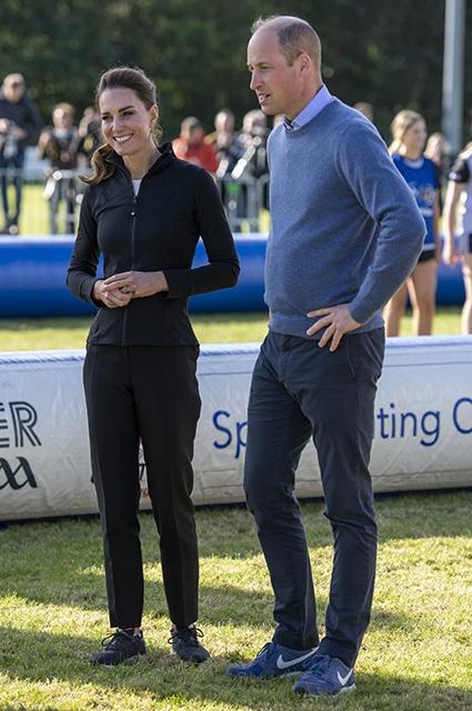 Принц Уильям и Кейт Миддлтон сыграли в футбол и в регби в Северной Ирландии