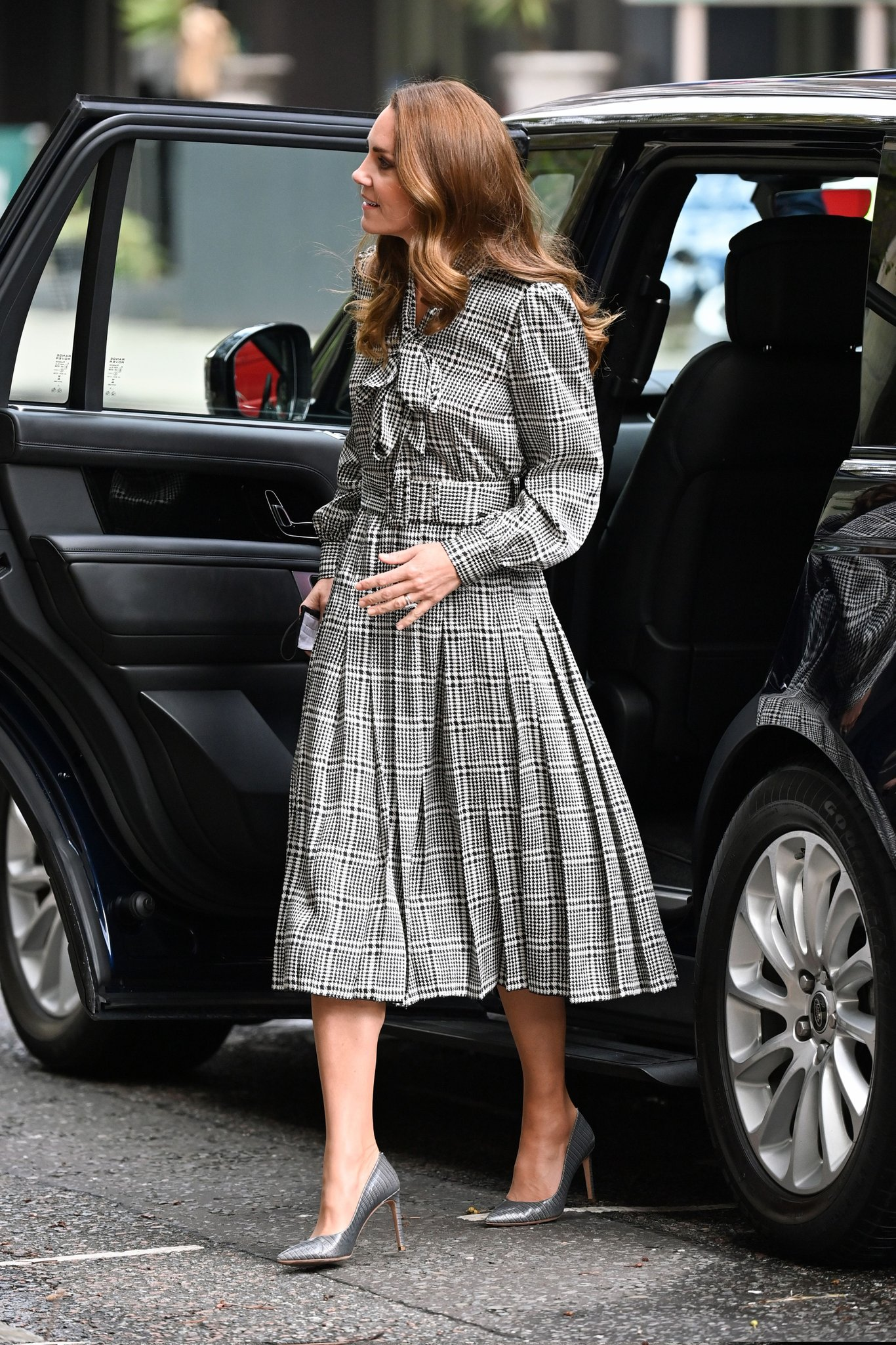 Кейт Миддлтон в черно-белом платье нанесла визит в Университетский колледж Лондона